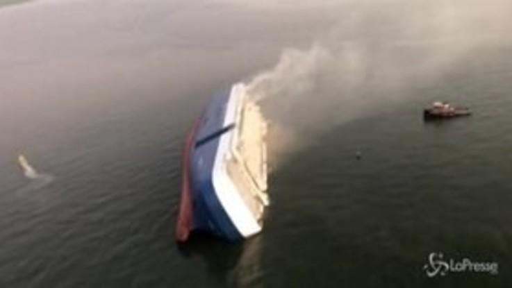 Usa, nave cargo si ribalta al largo della Georgia: 4 dispersi