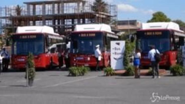 Roma, Raggi presenta i nuovi bus per la periferia est