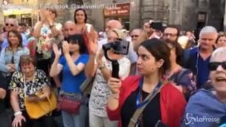 """Salvini indica alcuni turisti giapponesi: """"Ci piacciono perché pagano, non come quelli che sbarcano e vengono pagati"""""""