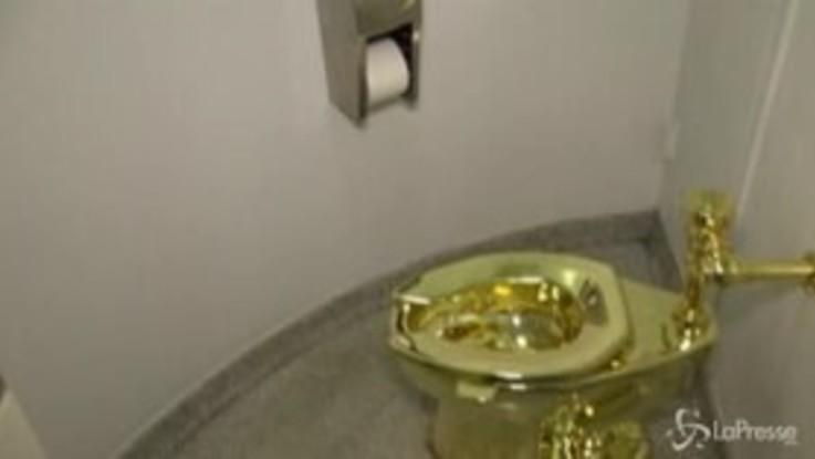 Regno Unito: rubato il water d'oro di Cattelan