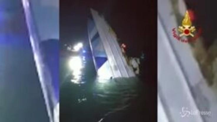 Tragedia a Venezia, motoscafo offshore si schianta contro diga: 3 morti | Vd