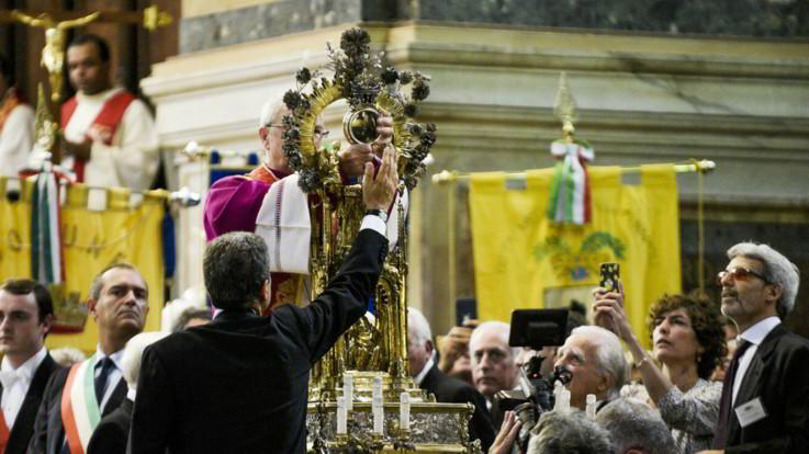 Napoli, in Duomo si ripete il miracolo di San Gennaro FOTOGALLERY