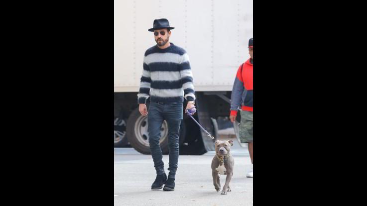 Justin Theroux a passeggio con il cane a New York - FOTOGALLERY