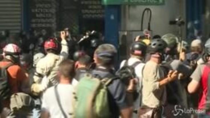Gilet gialli e marcia per il clima, tensione a Parigi: 106 fermati
