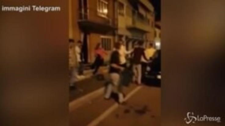 VIRALPRESSE Spaventosa rissa tra ragazzini nel veronese, il video finisce in rete