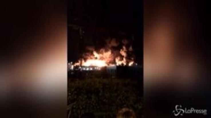 Incendio in stabilimento chimico ad alto rischio a Rouen