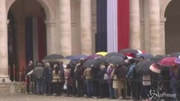 Migliaia di francesi all'omaggio popolare a Jacques Chirac