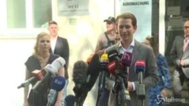 Austria al voto, il leader conservatore Kurz al seggio