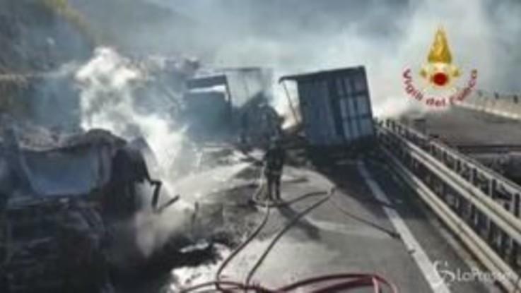Schianto sulla Torino-Bardonecchia, coinvolti tre tir: morto un autista