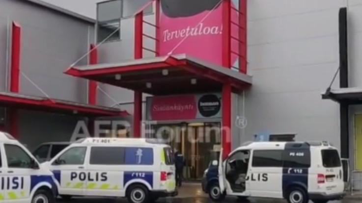 Finlandia, attacco in scuola con una spada: un morto e 10 feriti