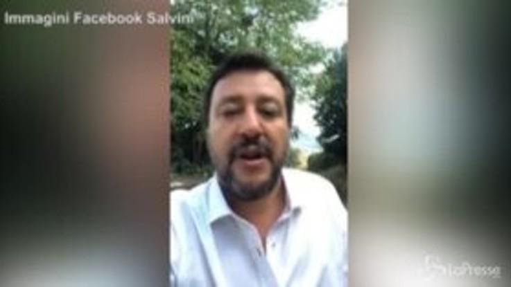 """Via crocifisso da scuola, Salvini: """"Fioramonti è ministro da centro sociale"""""""