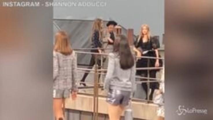 La super topmodel  Gigi Hadid caccia a spintoni dalla passerella l'intrusa