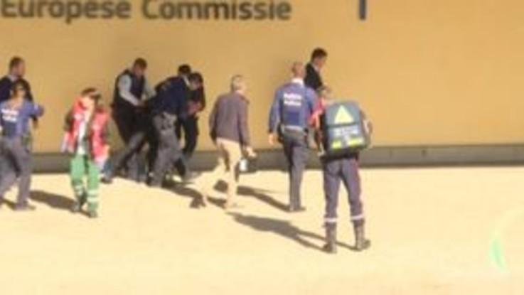 Bruxelles, cerca di darsi fuoco davanti a sede Commissione europea: bloccato da polizia