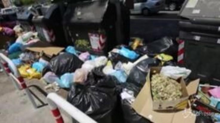 "Caos rifiuti a Roma, i medici: ""Rischio emergenza sanitaria"""