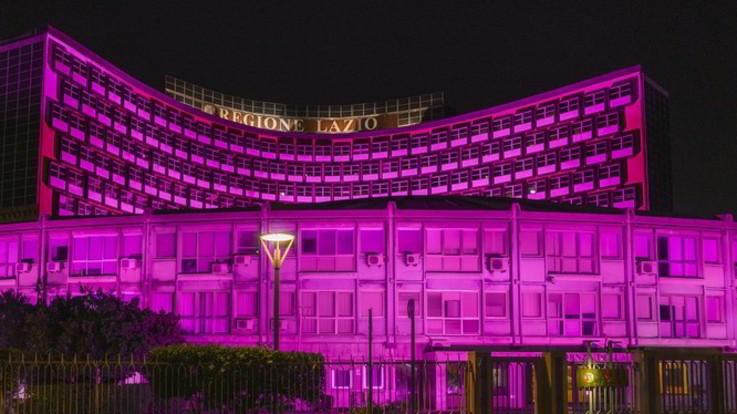 Regione Lazio in rosa contro il tumore al seno: a ottobre screening gratis
