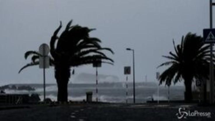 L'uragano Lorenzo sulle Azzorre, venti fino a 150 chilometri orari