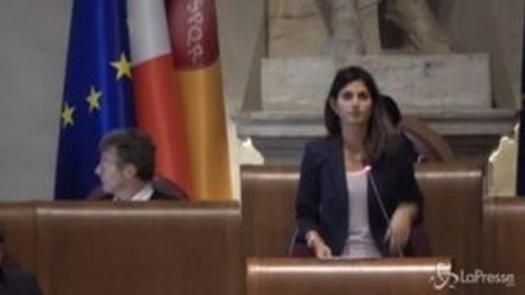 """Emergenza rifiuti a Roma, Raggi: """"Ama resterà pubblica"""""""