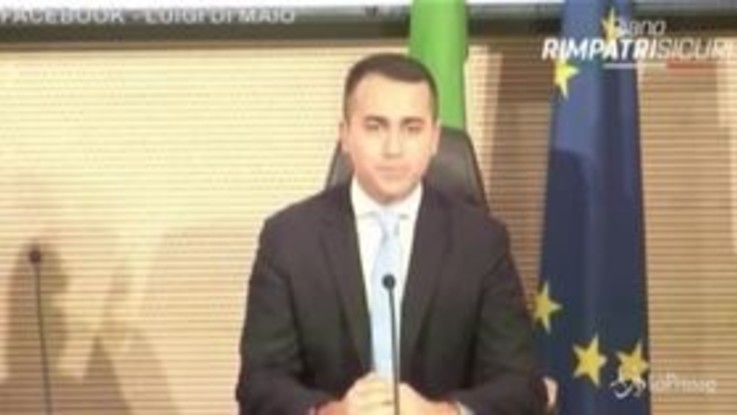 """Migranti, Di Maio: """"Rimpatri in 4 mesi"""""""