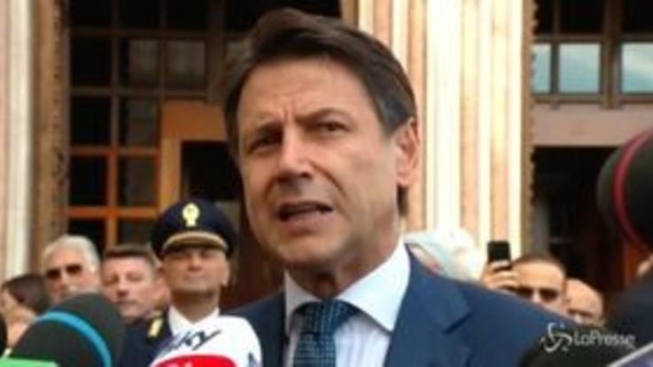 """Governo, la stoccata di Conte a Renzi: """"Serve l'impegno di tutti, non ci servono fenomeni"""""""