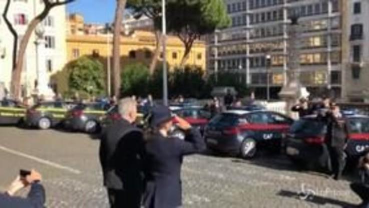 Tragedia Trieste, al Viminale l'omaggio a sirene spiegate delle forze dell'ordine