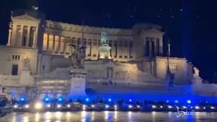 Tragedia Trieste, a Roma volanti a sirene spiegate all'Altare della Patria