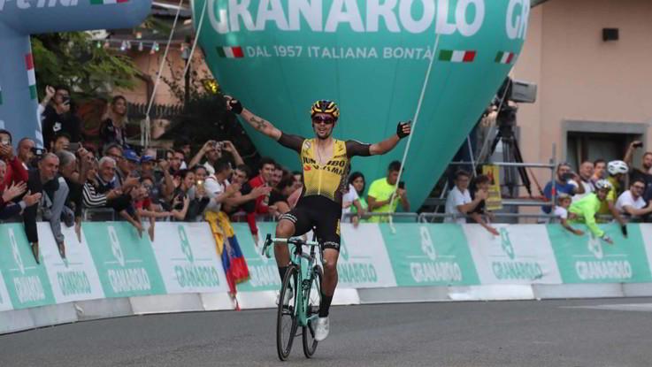 Ciclismo, Giro dell'Emilia: Roglic trionfa sul San Luca