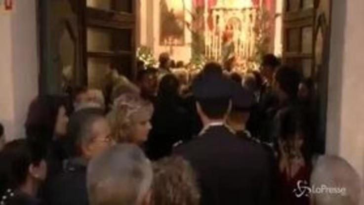 Trieste, l'omaggio dei cittadini ai poliziotti uccisi