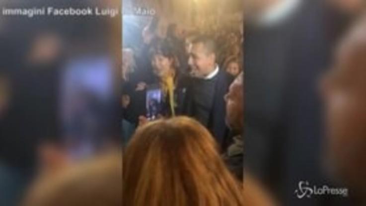 """Di Maio canta i Ricchi e Poveri: il ministro intona """"Che sarà"""" a San Gemini"""