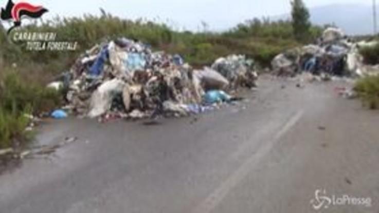 Smaltimento illegale di rifiuti urbani e industriali, 11 arresti
