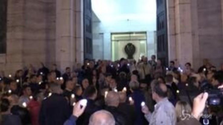 Poliziotti uccisi a Trieste, fiaccolata in Questura a Napoli