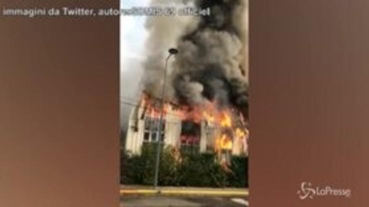 Francia, devastante incendio in un'azienda vicino a Lione