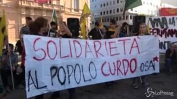 """""""Scendi in piazza per il Rojava"""", il presidio a Roma in sostegno dei curdi"""