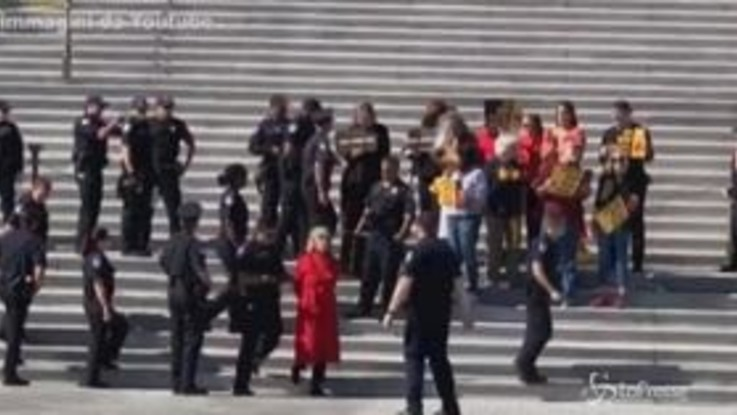 Jane Fonda arrestata a Washington, manifestava per il clima
