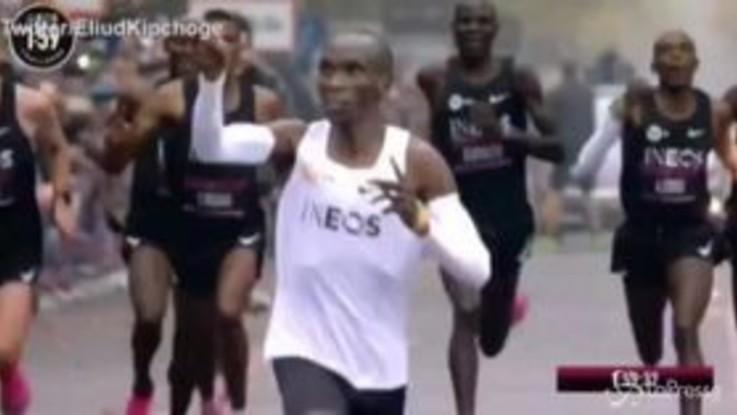 Corre la maratona sotto le due ore, Eliud Kipchoge nella storia
