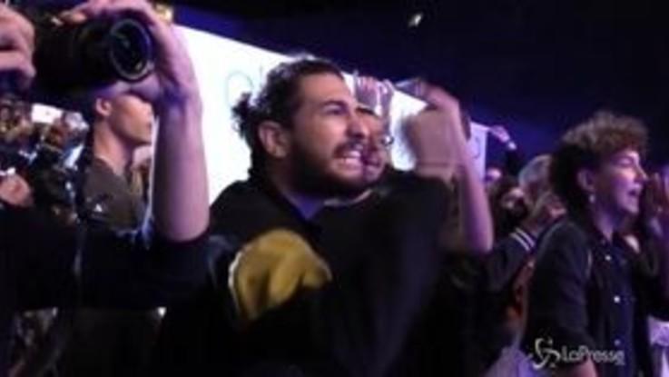"""Italia 5 Stelle, manifestanti pro curdi irrompono nell'arena flegrea: """"Basta armi alal Turchia"""""""