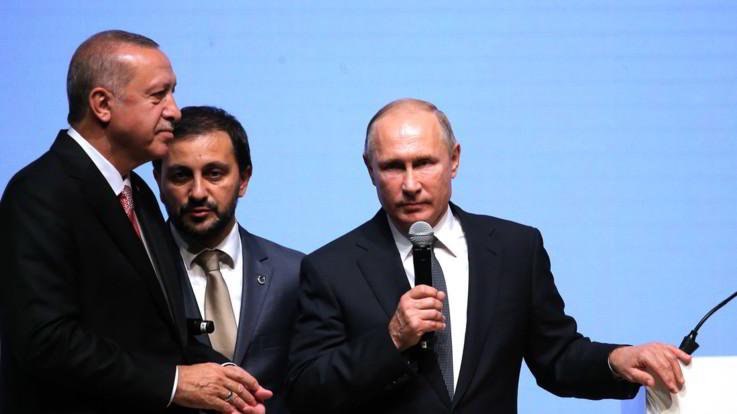 """Siria, Putin promette di evitare scontri Turchia-Damasco. Erdogan: """"Avanti con o senza appoggio"""""""