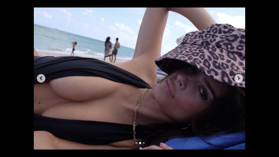 Emily Ratajkowski, un corpo (e un seno) da 1,5 milioni di like in 24 ore