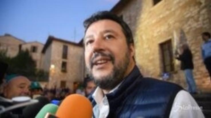 """Salvini scherza: """"La colica renale? Colpa di Renzi"""""""