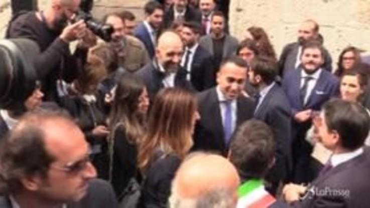 Conte, Di Maio e Zingaretti insieme a Narni: passeggiata in centro tra battute e sorrisi