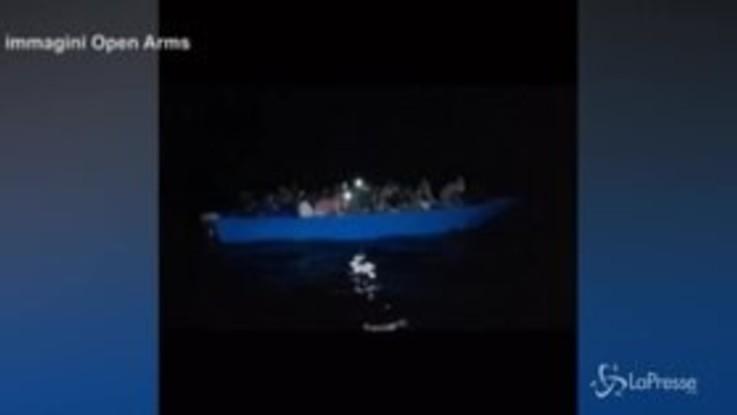 Migranti: Open Arms salva 43 persone tra cui 13 minori, il video
