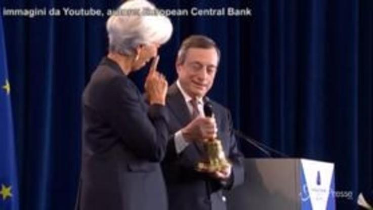 """Bce, Draghi passa la campanella a Lagarde: """"In 8 anni non l'ho mai usata"""""""