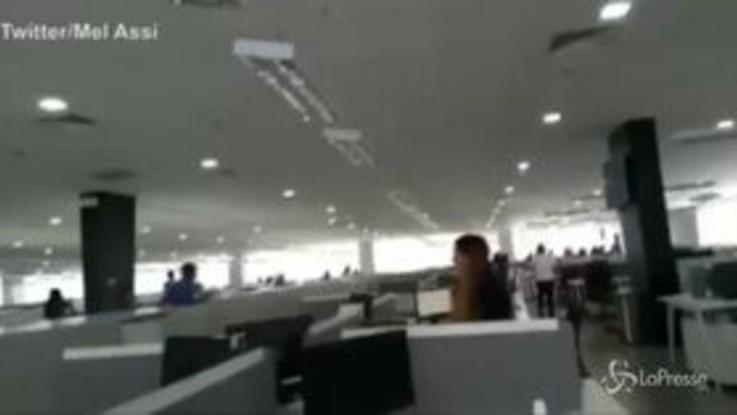 Sisma nelle Filippine, urla e panico in un ufficio di Mindanao