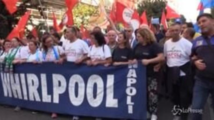 A Napoli lo sciopero generale del settore industria e terziario, i lavoratori Whirlpool in prima fila