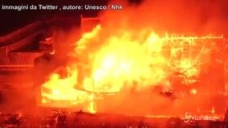 Giappone: incendio distrugge castello Okinawa, patrimonio Unesco