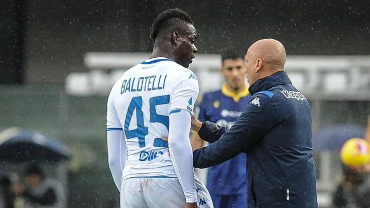"""Cori razzisti a Balotelli ma il Verona si difende: """"Non c'è stato niente"""""""