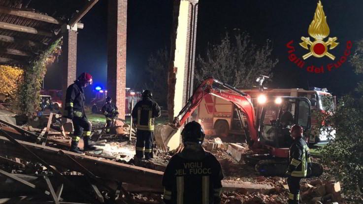 Alessandria, esplosione in una cascina: morti 3 vigili del fuoco