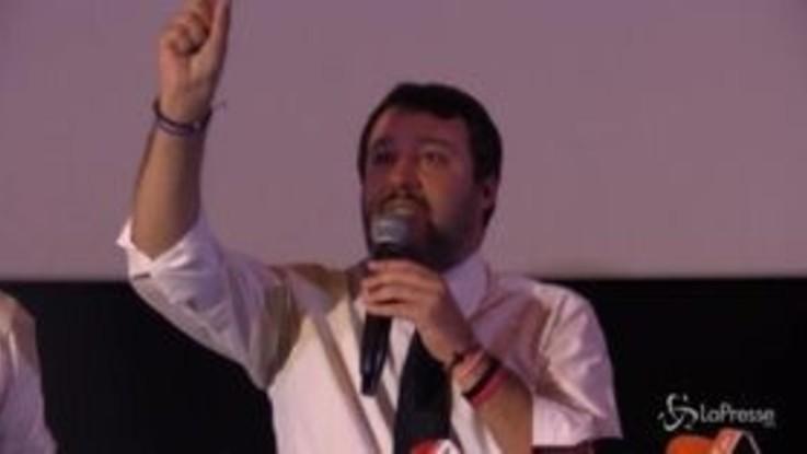 """Salvini """"Per fortuna i napoletani non sono quattro imbrattamuri"""""""