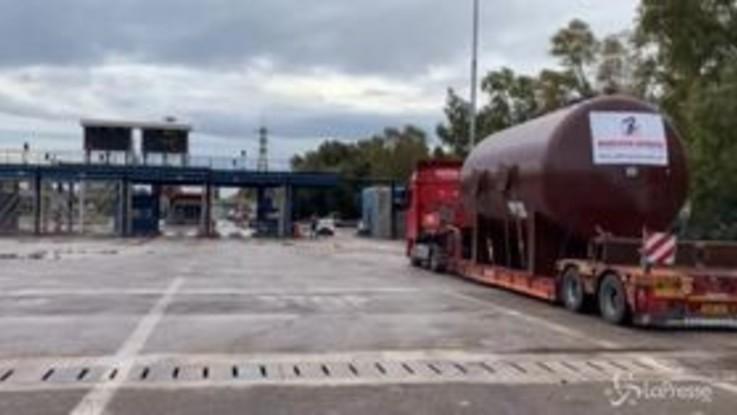 Ex Ilva, i camion accedono indisturbati all'acciaieria: nessun blocco