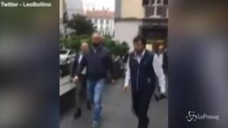 Napoli: Salvini insultato e quasi aggredito per strada