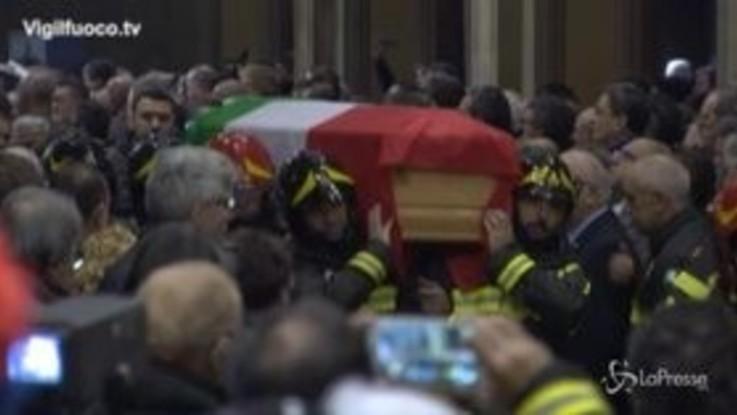 Alessandria, commozione ai funerali dei tre vigili del fuoco